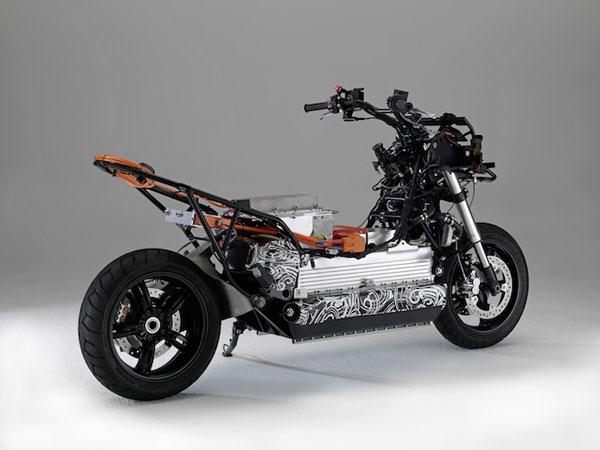 BMW тестирует безрамный электрический скутер, с запасом хода - 100км.