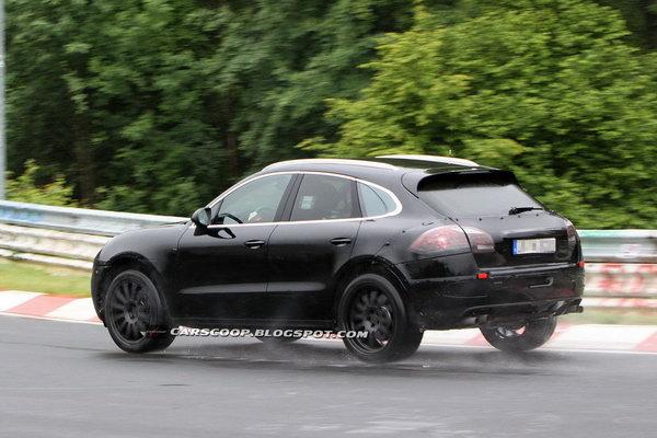 Porsche Macan поймали в объектив Фото: Carscoop