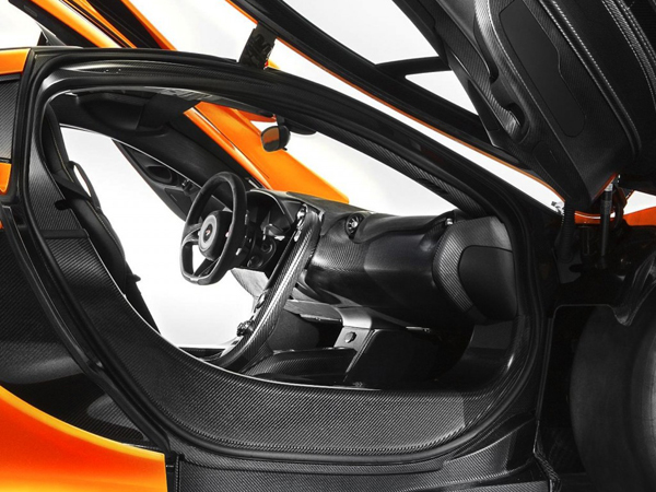 McLaren показал интерьер суперкара Р1