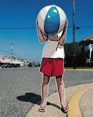 Картонные дети заменили в США дорожные знаки