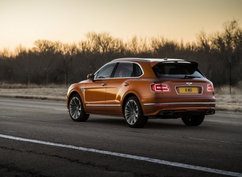 Bentley Bentayga Speed обогнал Lamborghini Urus на 1 км/ч