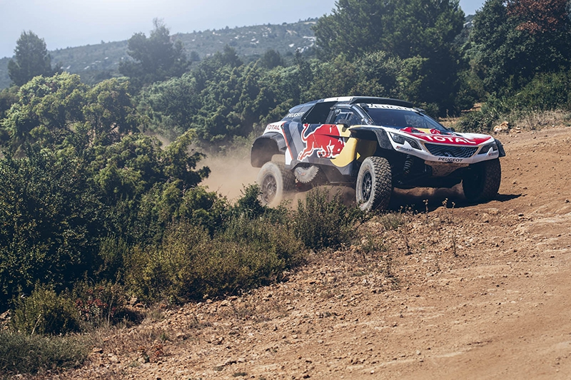 Peugeot (Пежо) представила новый раллийный болид 3008 DKR Maxi